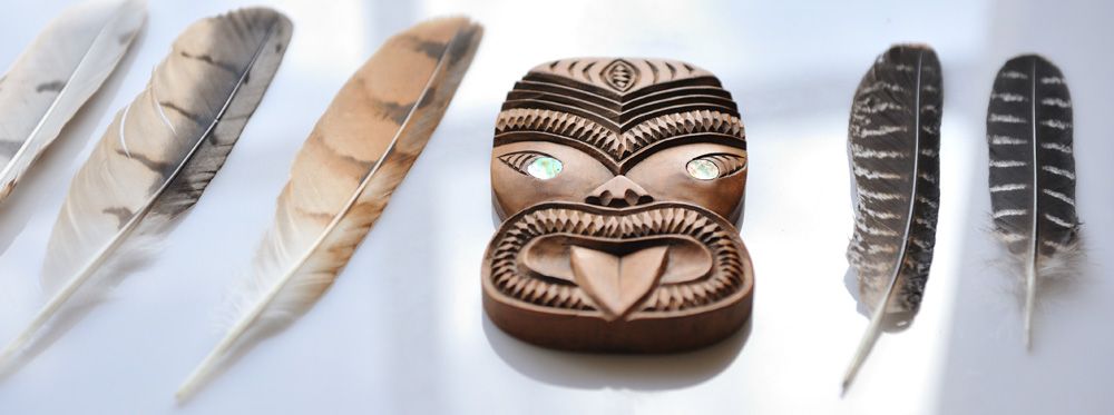 Maori carving and birds of prey feathers